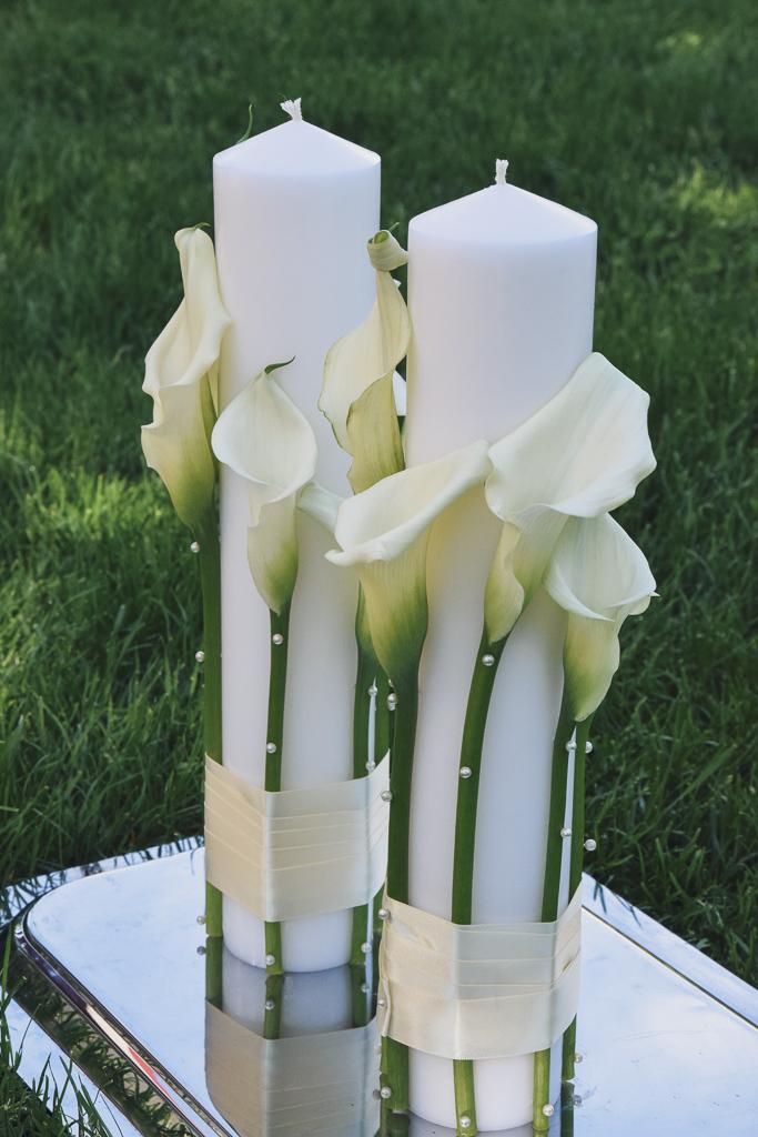 Lumânări elegante de cununie, scurte, albe cu cale și perle
